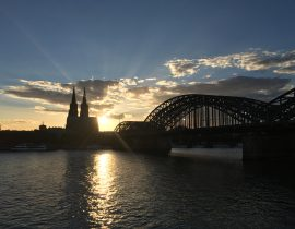 Kölner Dom im Sonnenuntergang